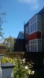 BARGAIN Large 4 double bedroom house,close to tube and park, close to park and tube