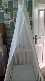 Baby swinging crib
