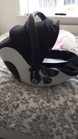 Egg kiddy car seat and isofix base