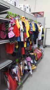 ARRIVAGE HALLOWEEN GROSSE LIQUIDATION DE COSTUME JUSQU'A -70%  Exemple Costume régulier 39.99$ VENDU 11.99$ SEULEMENT!!