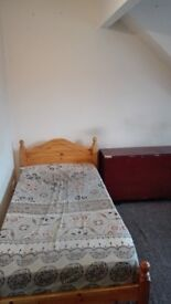 Single Double Room to Let, for Rent in a Flat £260 all bills inc, near shops, bus stops,