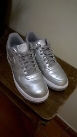 Nike Air size 9 silver 1992 design (£50 new) one week old central London bargain