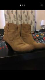 Tan Ladies Boots Size 6