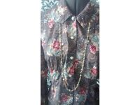 FLOWER AND PEARL TOP WITH NECKLACE