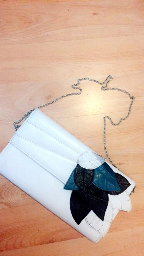 Ladies white clutch shoulder bag