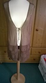 pretty delicate waistcoat XL never been worn layered around the bottom edge (new)