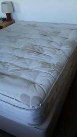 King bed Excellent Condition 1500 pocket sprung