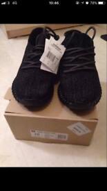 Yeezy Adidas 350 black pirate size 10