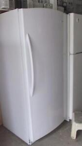 Réfrigérateur tout FRIDIDAIRE (sans congel)-Livré: ess.seulement-Entreprise familiale