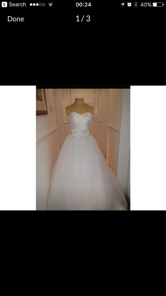 New white wedding dress size 12in Paisley, RenfrewshireGumtree - Selling my white , beautiful wedding dress .Corset back with ribbons Also you will need an underskirt to get the stick out effect like in the picture . Never been worn due to wedding sadly being cancelled . The dress is priced cheap so please dont...