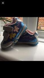 Sports shoes /size UK 5