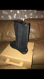 Women's Ugg boots size 3 long black new with box women's