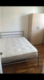 Big lovely room just minutes from Bricklane and the city