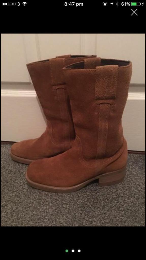 Ladies wrangler sued boots size 8