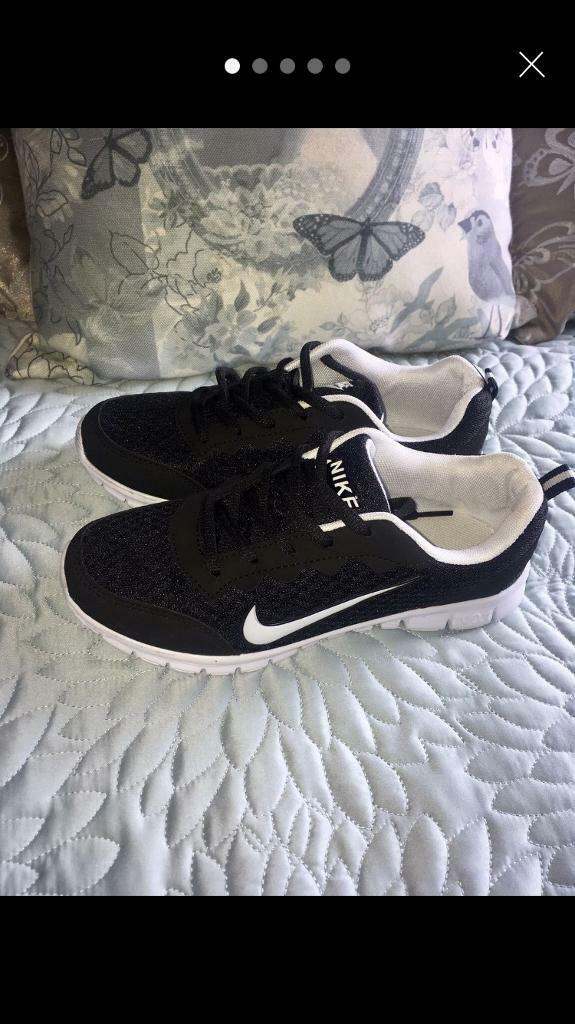 Nike trainers Sports Black White Run Women Girls Size 4 4.5  21d0d060d