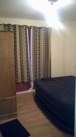 Single room available in a 2-bed flat 2 mins away from a bus stop, 15 mins walk from Train station.