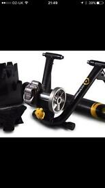 Cyclops fluid 2 turbo trainer with wheel stabiliser and new 700c trainer tyre