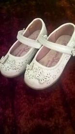 Girls size 5 white leather butterfly shoes