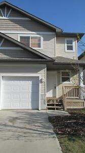 Spacious Deluxe 3 Bedroom Home w/Garage in SPRUCE GROVE!!
