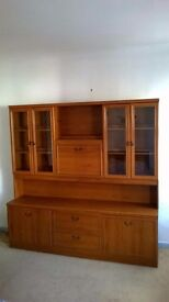 Wall unit in good condition