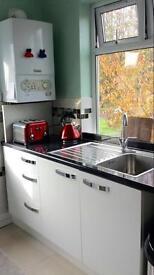 Single Bedroom in Clean Modern Flat in South Woodford