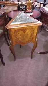 TABLE COIN BOIS DE ROSE STYLE LOUIS XV, ANTIQUE