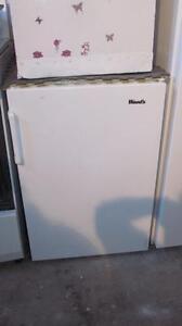 Petit congelateur vertical-Livré:ess.seulement