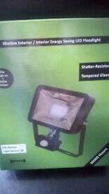 SENSOR FLOODLIGHT