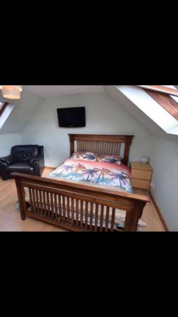 Sterling Furniture Shaker Style Wooden Bed Frame King Size