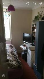 3 rooms to rent in 4 bed house share
