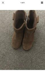 Girls tan boots size 3