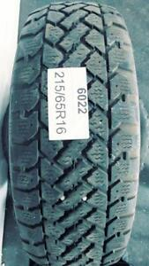 PNEUS HIVER USAGÉS / USED WINTER TIRES 215/65R16 SNOW TRACKER (2 DE DISPONIBLES)