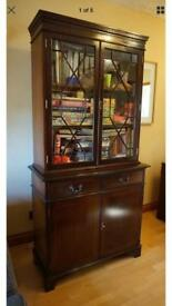 Mahogany display cabinet can deliver