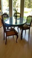 gorgeous kitchen / dining room table