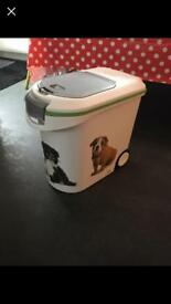 Karcher Curver dog food storage