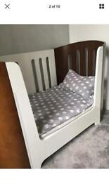 Bloom luxo cot cotbed and draws