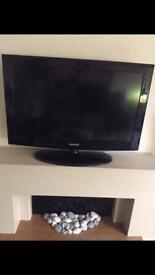 32inch Samsung tv & Glass tv stand (if wanted)