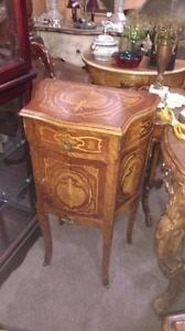 TABLE BOIS STYLE LOUIS XV, BOIS DE ROSE, NOYER-COGNAC AVEC MOTIF