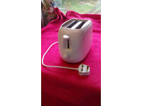 White 2 slice toaster, good clean condition, working order, 6 settings, 24cm x W14cm x H17.5cm,