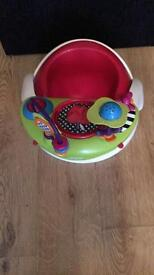 Baby snug seat with play tray
