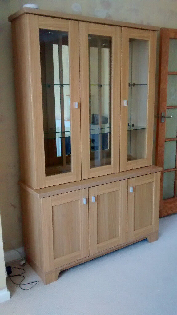 Charmant Glass Front Display Cabinet