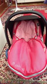 Maxi cosy car seat with isofix base