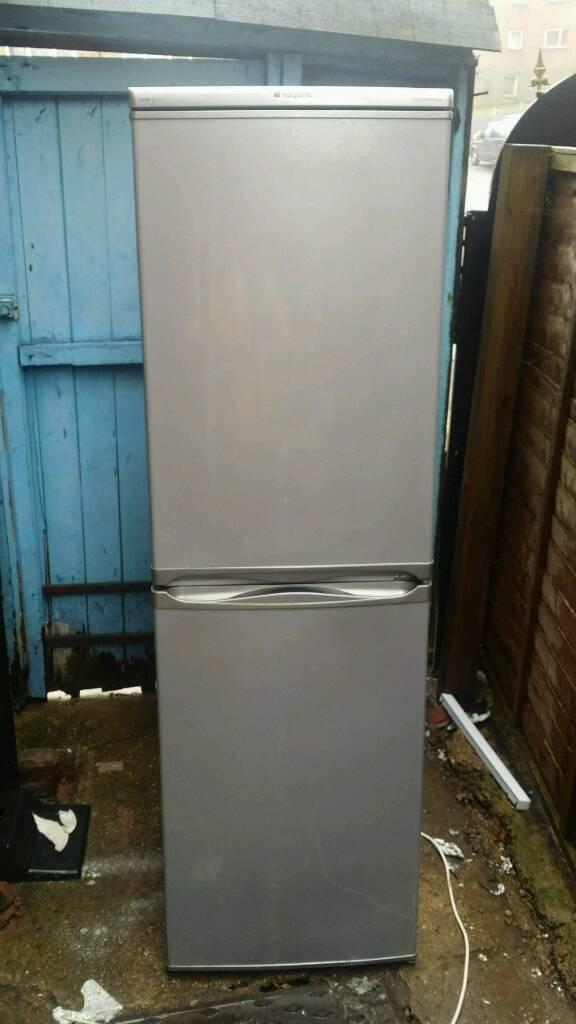 Hotpoint RFA52 Freestanding fridge freezer