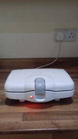 white murphy richards sandwich toaster -working perfectly selling very very cheap for quick sale £9