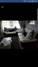 3-2 black white leather settee payed £1800 like new £650 ono can deliver for full price