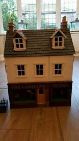 Dolls House / Shop with accessories