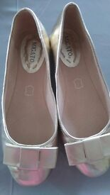 MIGATO LADIES REAL LEATHER GOLD FLAT PUMPS WORN ONCE SIZE 40 (UK 7-8)