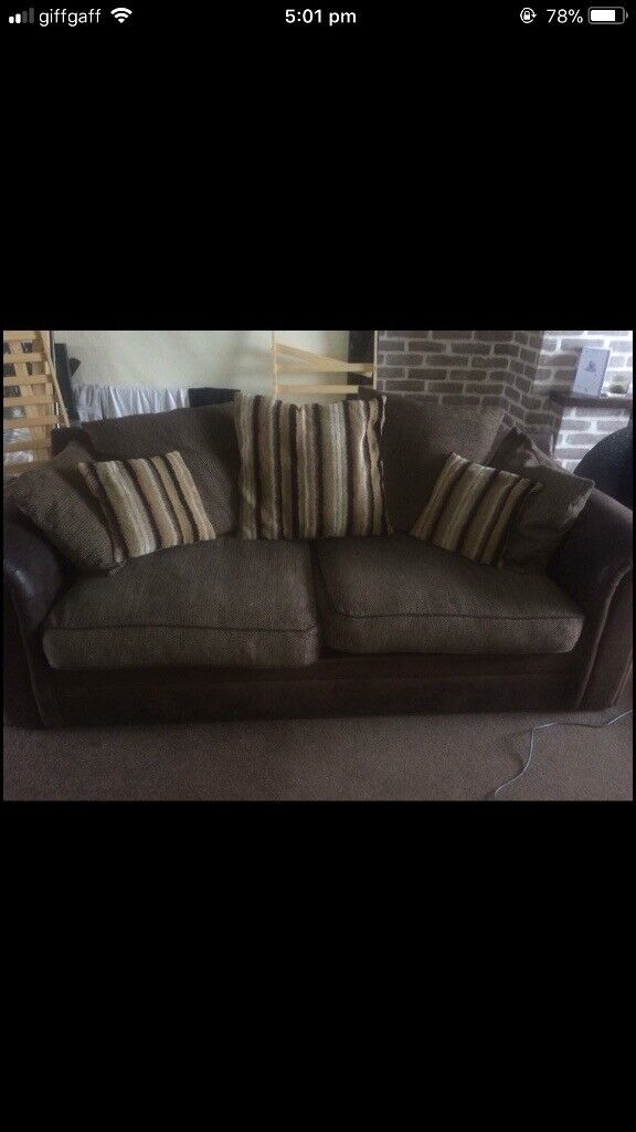 2x 3 seater sofas Perfect condition collection from Trent vale 200 Ono