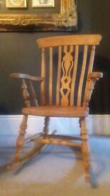 Vintage Trational fiddleback Windsor gentlemans rocking chair