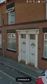 HEATON AREA OF BOLTON LUXURY LARGE FURNISHED ROOMS IN MANAGED HOUSE WITH GREAT FACILITIES